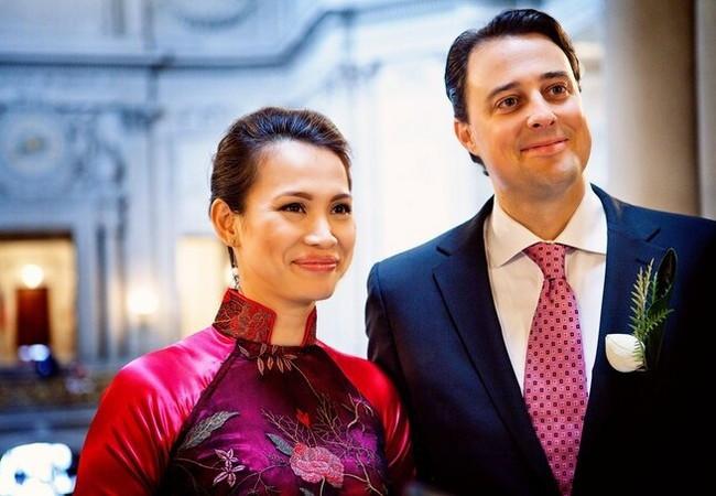Tuổi 45, Hoa hậu Ngọc Khánh hạnh phúc khi được chồng Tây cưng chiều
