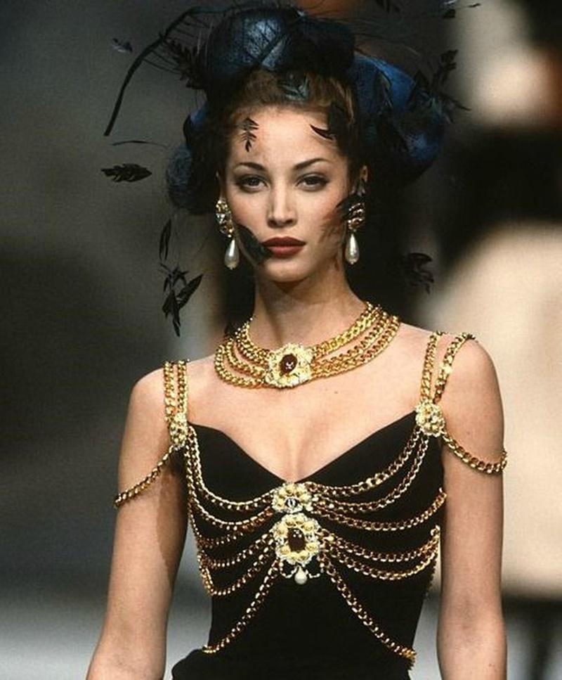 Hết Kim Duyên lại đến tình địch tin đồn của Ngọc Trinh diện váy nhái Chanel-2