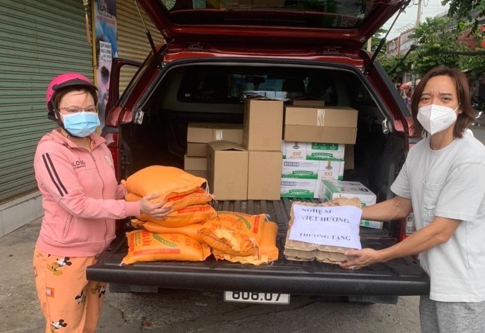 Bị chê từ thiện làm màu, Việt Hương tuyên bố biến mất kèm 1 điều kiện-4