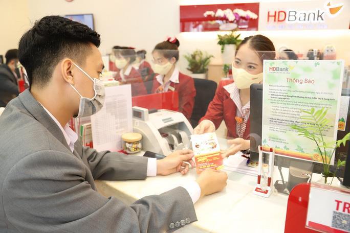 Ngân hàng ở TP.HCM cho nhân viên ăn, ngủ, làm việc tại văn phòng - 2