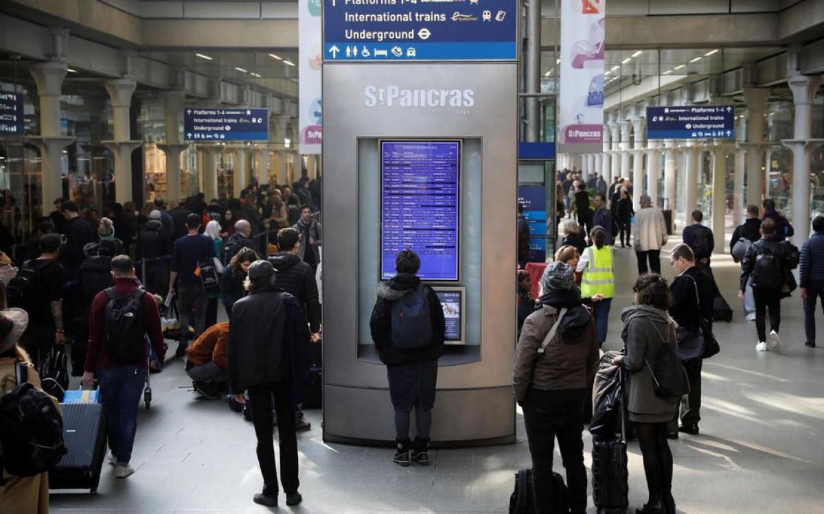 Pháp chỉ trích Anh phân biệt đối xử vì vẫn bắt du khách Pháp cách ly dù đã tiêm vaccine - 1
