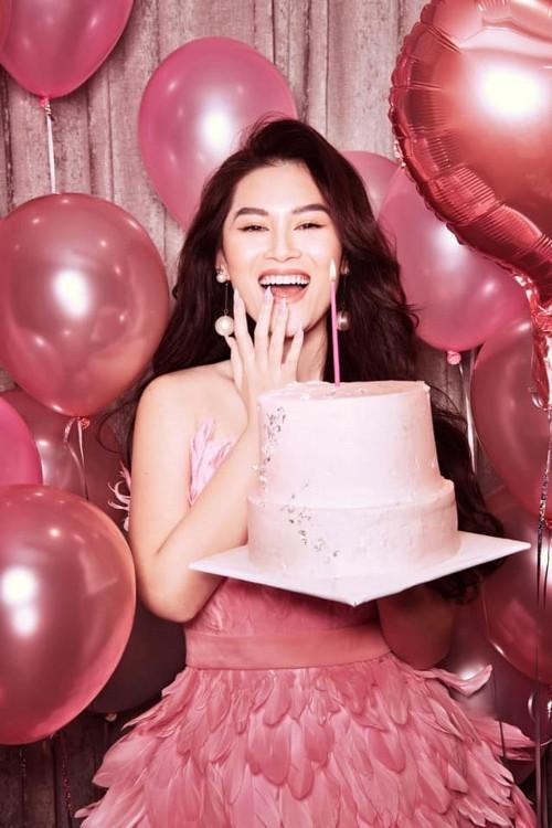 Đập hộp 'núi' quà sinh nhật, Ngọc Thanh Tâm sẽ làm gì khi bước sang tuổi mới?