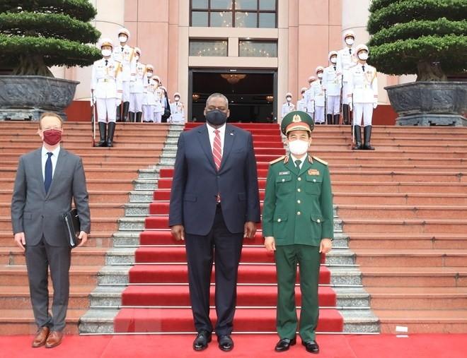 Hai Bộ trưởng đánh giá cao kết quả hợp tác quốc phòng Việt Nam và Mỹ thời gian qua và cho rằng kết quả hợp tác đã đạt được hiệu quả thiết thực, phù hợp với mối quan hệ Đối tác toàn diện đang phát triển tốt đẹp giữa hai nước