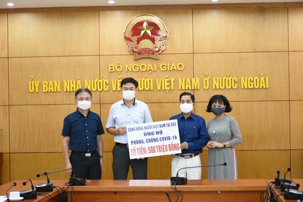 Cộng đồng người Việt ở nước ngoài đã quyên góp 10,5 tỷ đồng cho Quỹ Vaccine phòng chống Covid-19