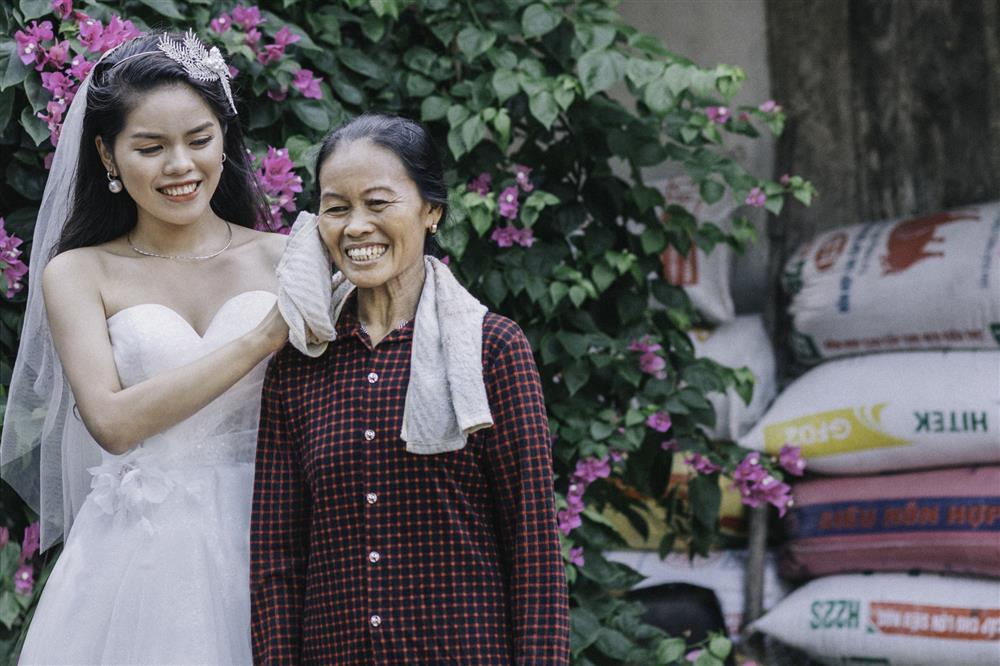 Chàng trai của Ẩm Thực Mẹ Làm đón thành viên mới: Phụ huynh mặc trang phục kỳ lạ chụp ảnh cưới và lời khuyên từ mẹ để hôn nhân hạnh phúc-6