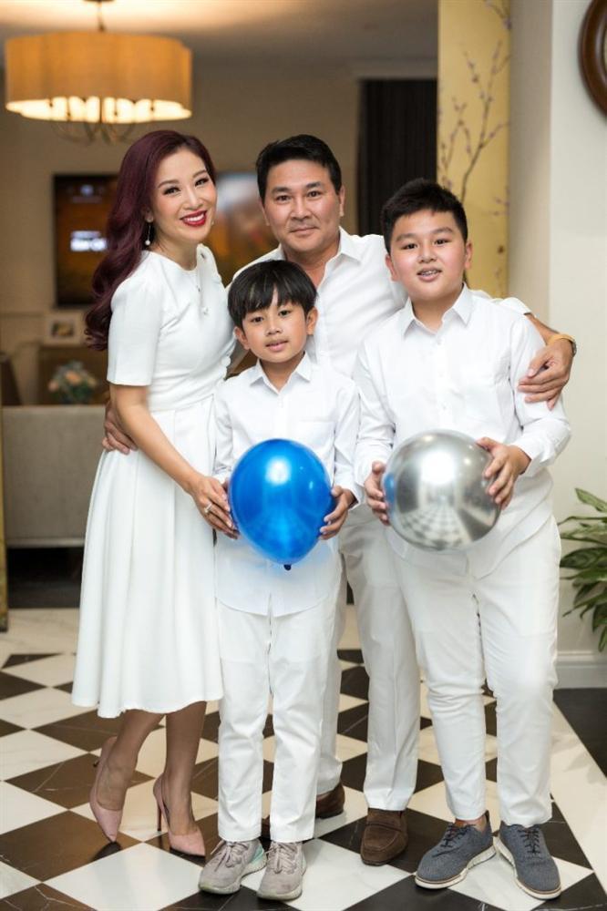 Hoa khôi Thu Hương: 16 tuổi kiếm tiền, 21 tuổi là CEO, 27 tuổi lấy đại gia - 5