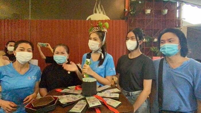 Á hậu Ngọc Thảo nhận vương miện ớt và 50 triệu đồng trong ngày sinh nhật-2