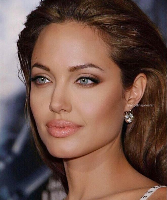 Angelina Jolie cân mọi style makeup, nhưng có 1 kiểu không dám thử lại-3