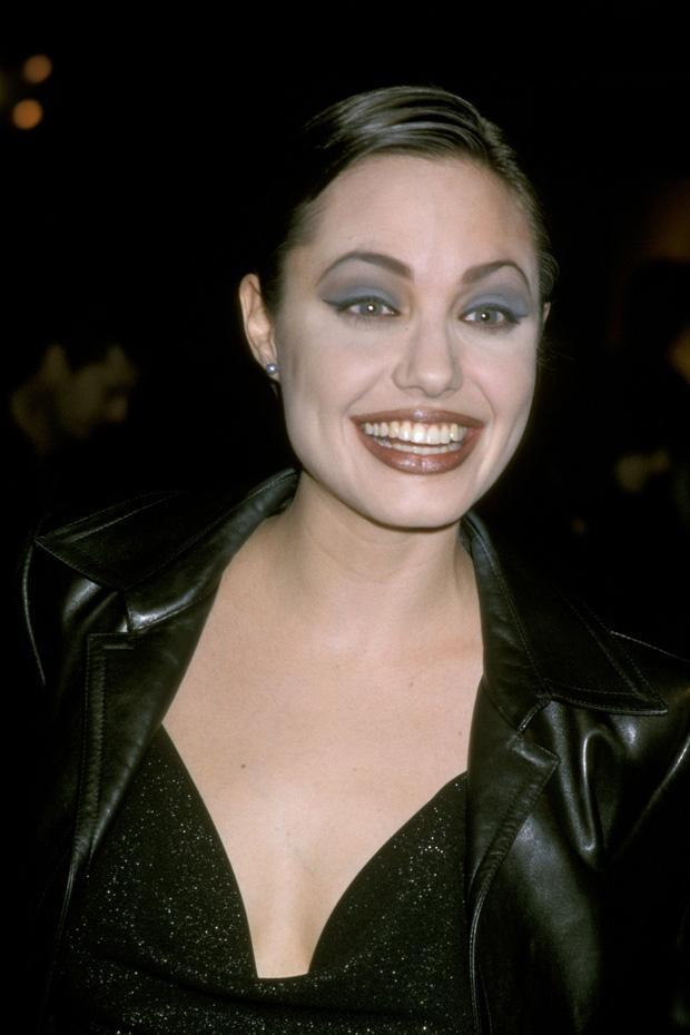 Angelina Jolie cân mọi style makeup, nhưng có 1 kiểu không dám thử lại-7