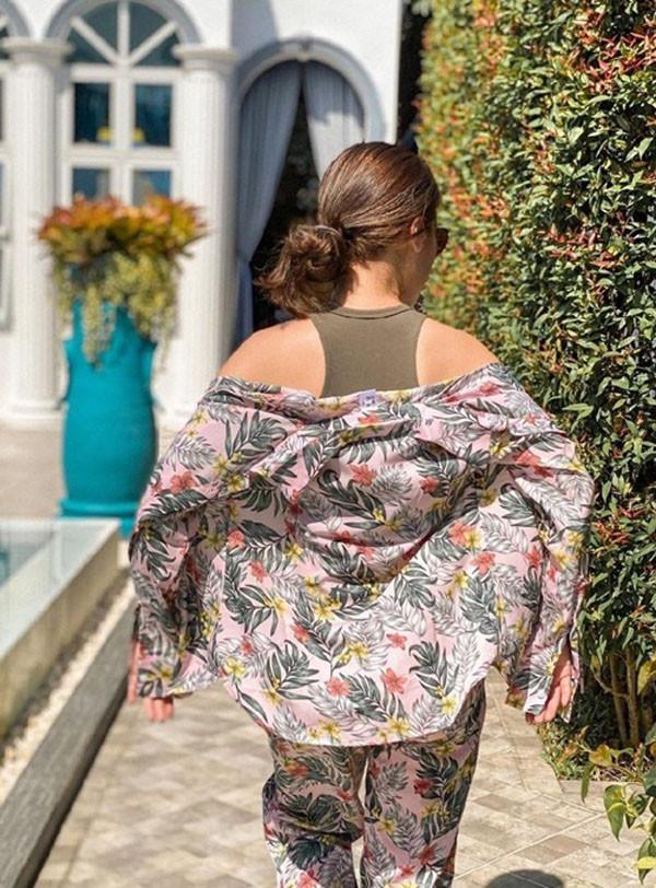7 tips diện trang phục họa tiết nhiệt đới sang xịn cho mùa hè - 10
