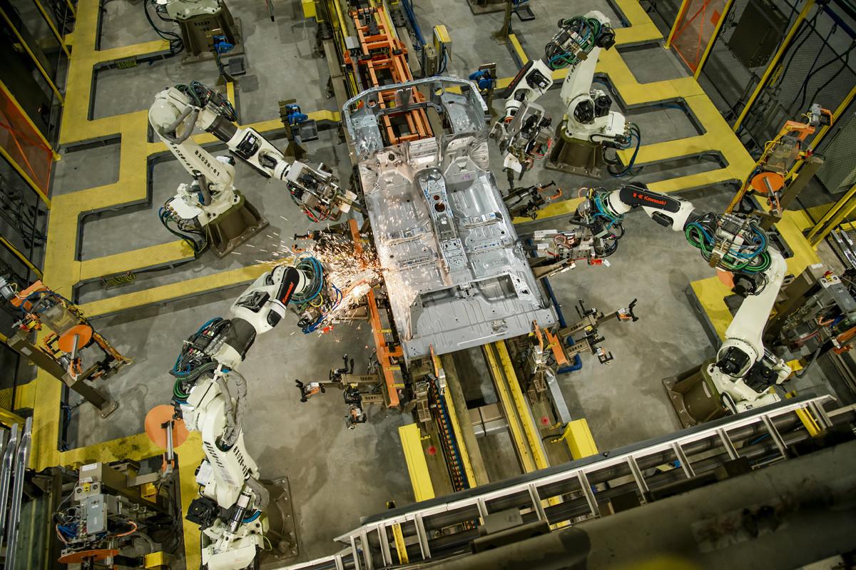 Robot chế tạo khung Ford Ranger