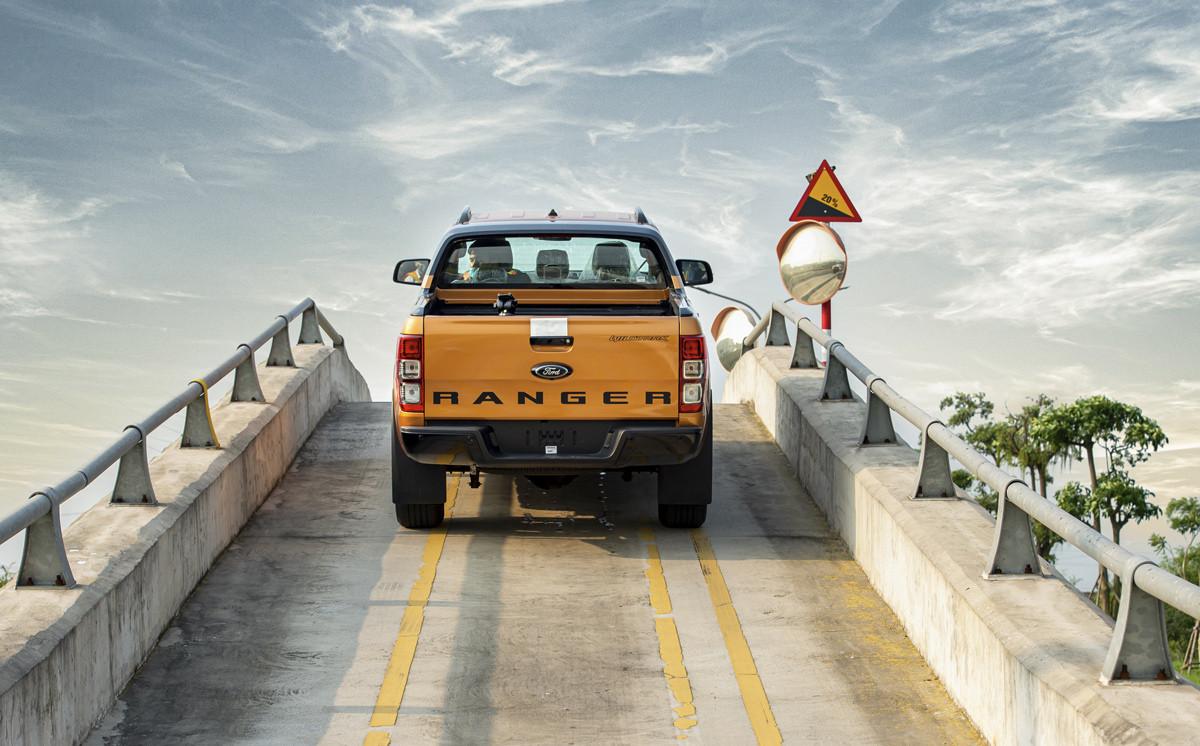 Ford Ranger trên đường chạy thử nghiệm