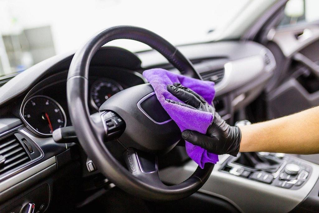 vệ sinh ô tô sạch sẽ