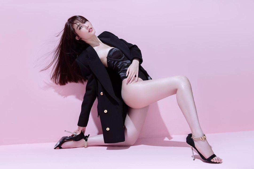 Diễm My 9x khoe dáng nuột nà với áo tắm khoét hông cao, lộ chân ngực - 5