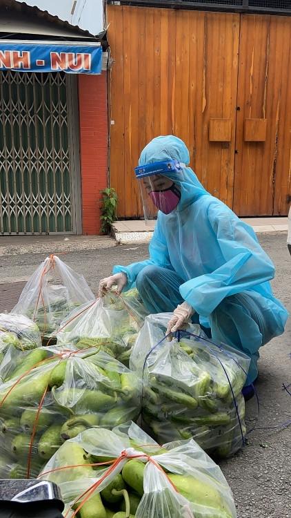 'Hoa hậu hoàn vũ Việt Nam' hỗ trợ người dân TP.HCM bằng những 'Chuyến xe thực phẩm 0 đồng'