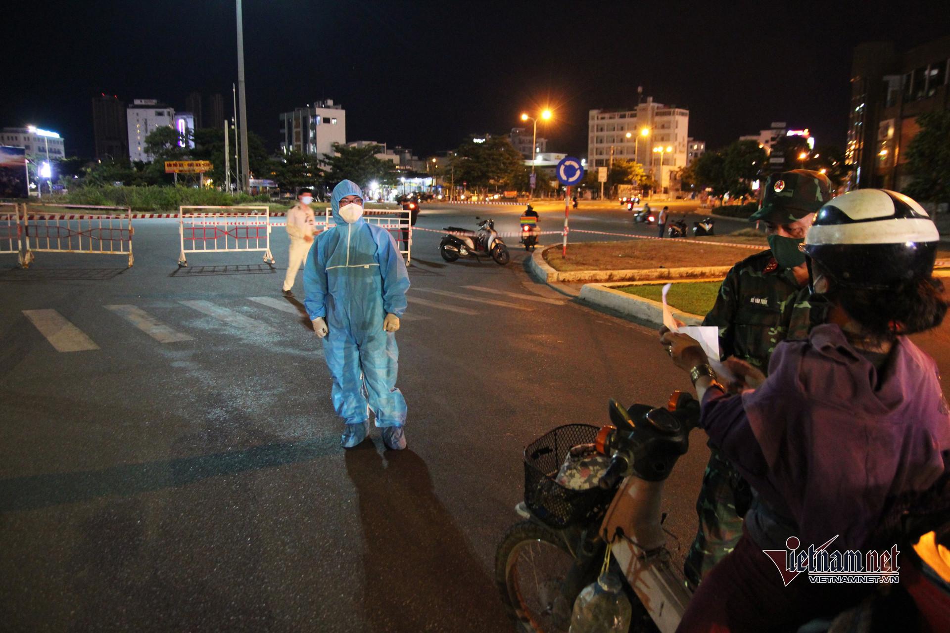 Chốt kiểm soát lập khắp ngả đường Đà Nẵng