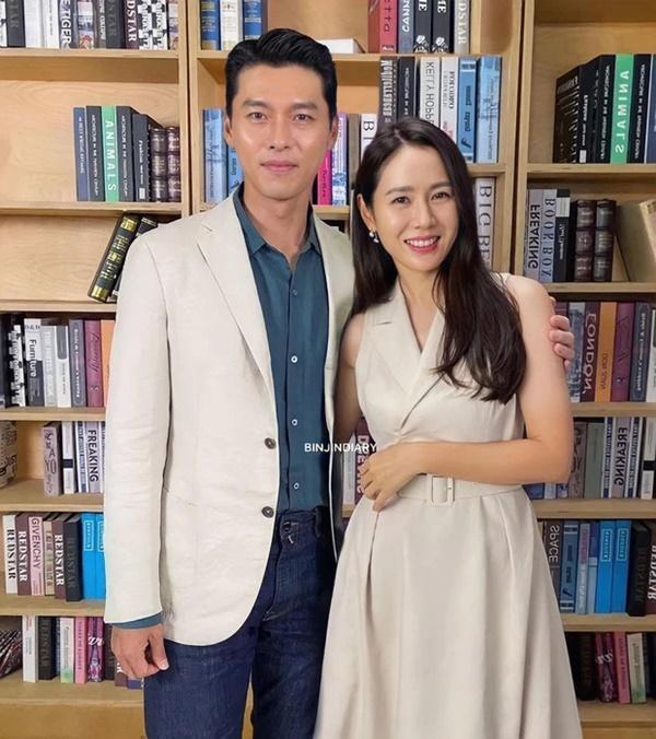 Hyun Bin - Son Ye Jin cùng dự sự kiện, mặc đồ đôi và công khai ôm ấp?-2