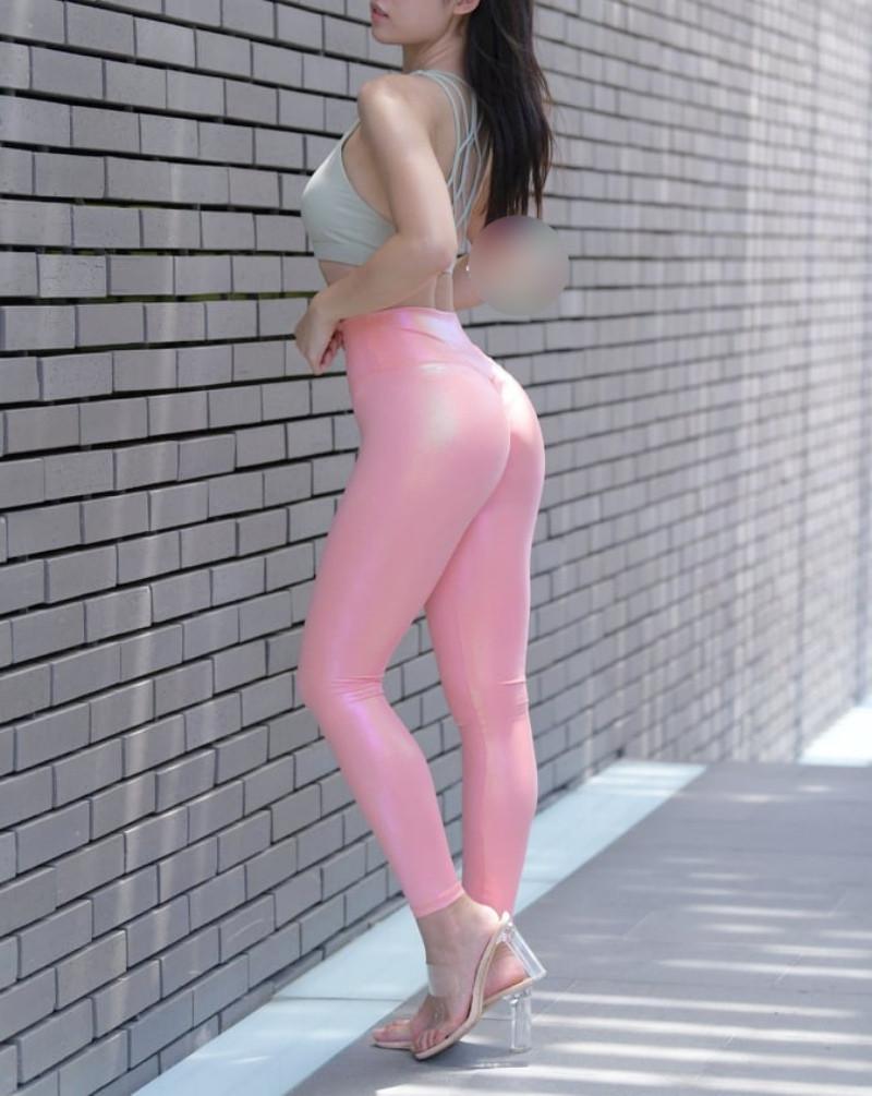 Cô gái mặc quần legging ánh màu cầu vồng bị chê vô duyên vì lý do này - 6