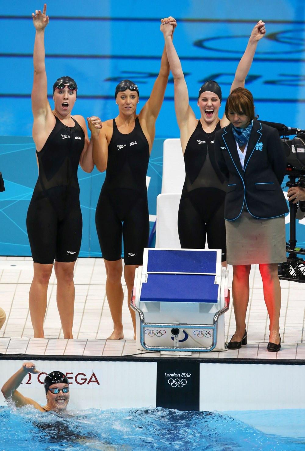 Đồ bơi tại Olympic từng may bằng vải xuyên thấu, trở nên trong suốt dưới nước - 6