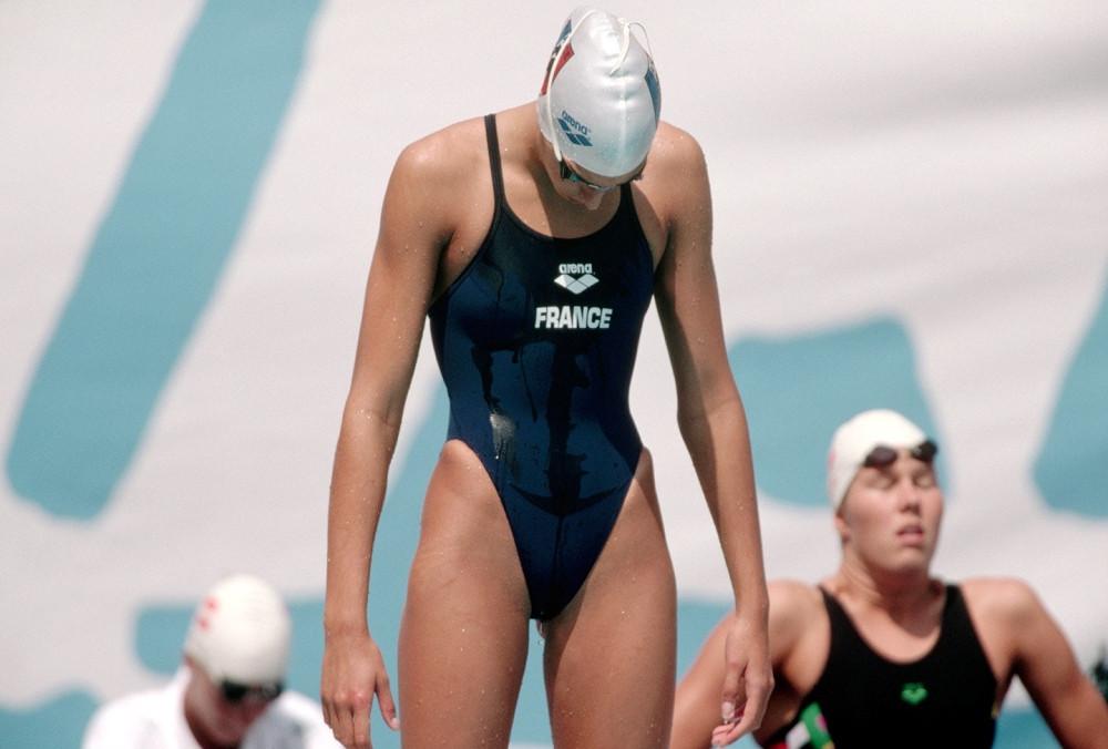 Đồ bơi tại Olympic từng may bằng vải xuyên thấu, trở nên trong suốt dưới nước - 5