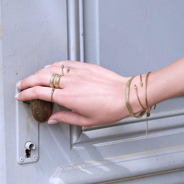 5 cách đeo vòng tay khí chất ngút ngàn dành cho nàng - 8