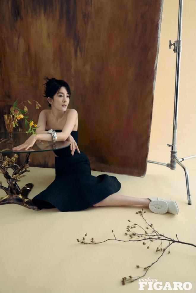 """Dương Mịch xinh đẹp dịu dàng như """"thần tiên tỷ tỷ"""" trong loạt ảnh tạp chí mới - 8"""