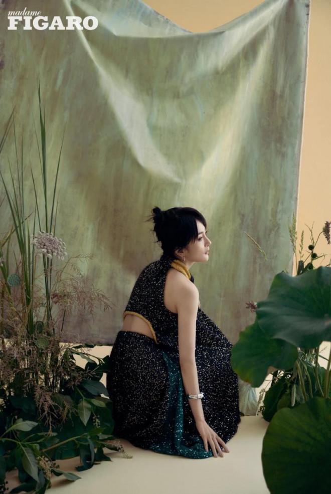 """Dương Mịch xinh đẹp dịu dàng như """"thần tiên tỷ tỷ"""" trong loạt ảnh tạp chí mới - 9"""