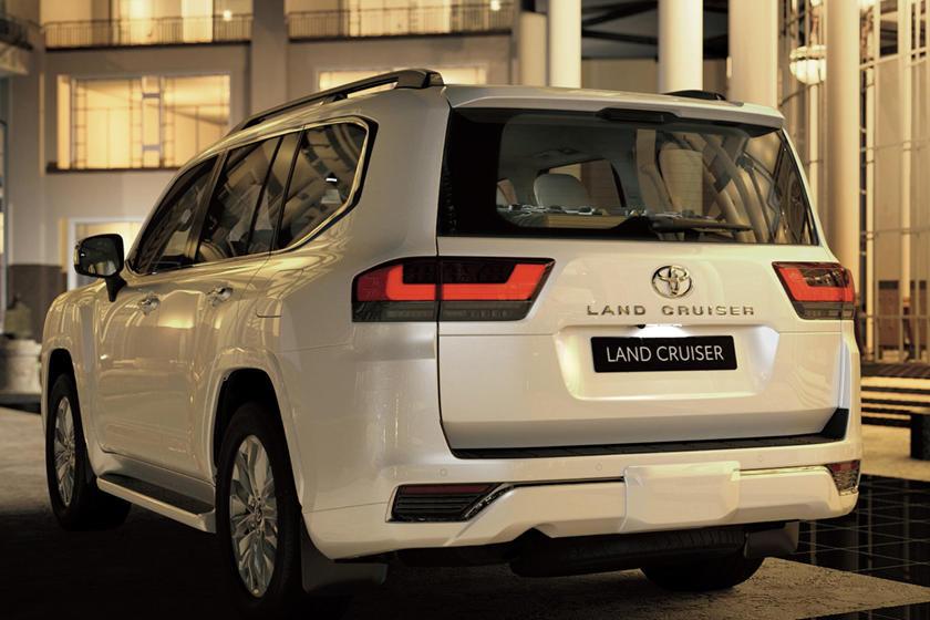 Toyota giải thích lý do cấm bán lại Land Cruiser 2022