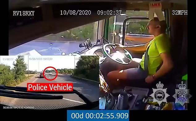 Chỉ cài dây an toàn khi thấy có xe cảnh sát phía trước