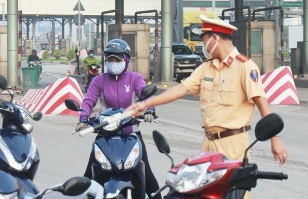 TP.HCM: Hơn 1.000 người vi phạm trong một tuần giãn cách xã hội - 1