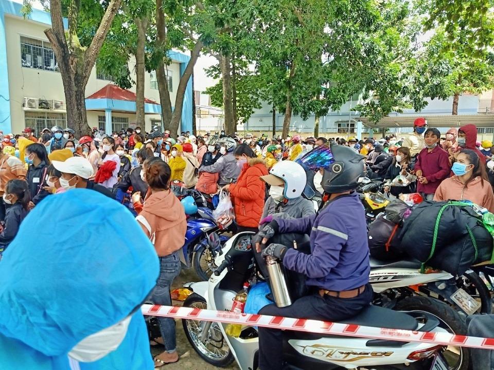 Bình Thuận đề nghị Đồng Nai tạm dừng hỗ trợ đưa công nhân về quê - 1