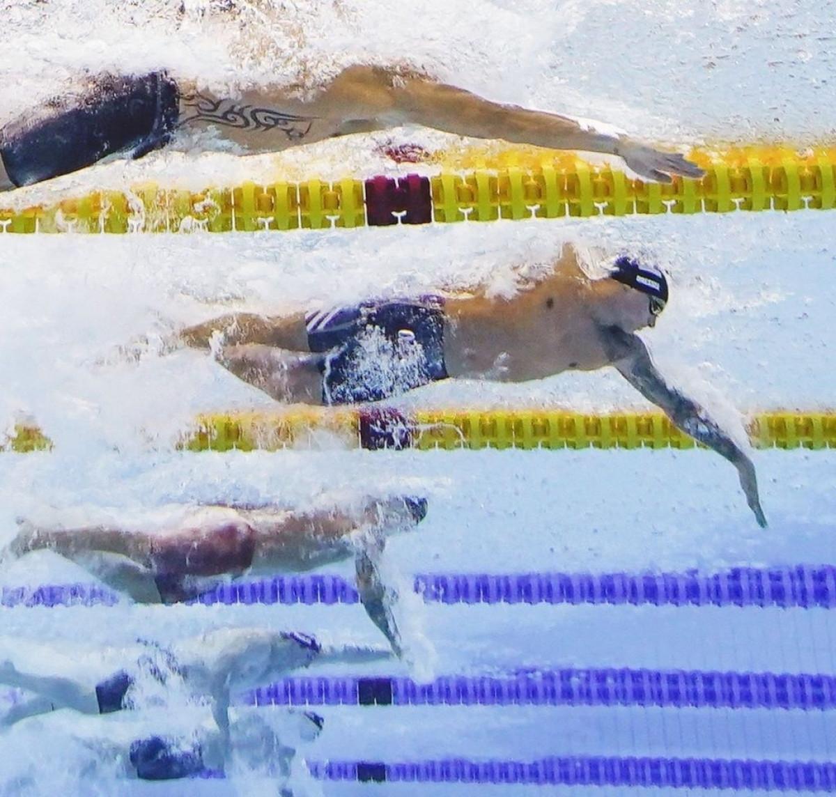 Trong ngày thi đấu hôm nay, kình ngư Caeleb Dressel tiếp tục cho thấy đẳng cấp của mình ở đường đua xanh khi giành thêm 3 HCV ở nội dung 50m bơi tự do nam và 4x100m tiếp sức hỗn hợp nam.