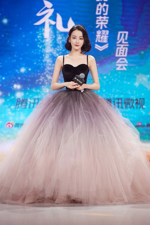 Địch Lệ Nhiệt Ba có nguyên 1 BST váy công chúa khiến hội bánh bèo nhìn mà nghiện-5