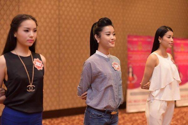 Bức hình Phạm Hương, Kỳ Duyên, Khánh Vân thời còn là đối thủ-8