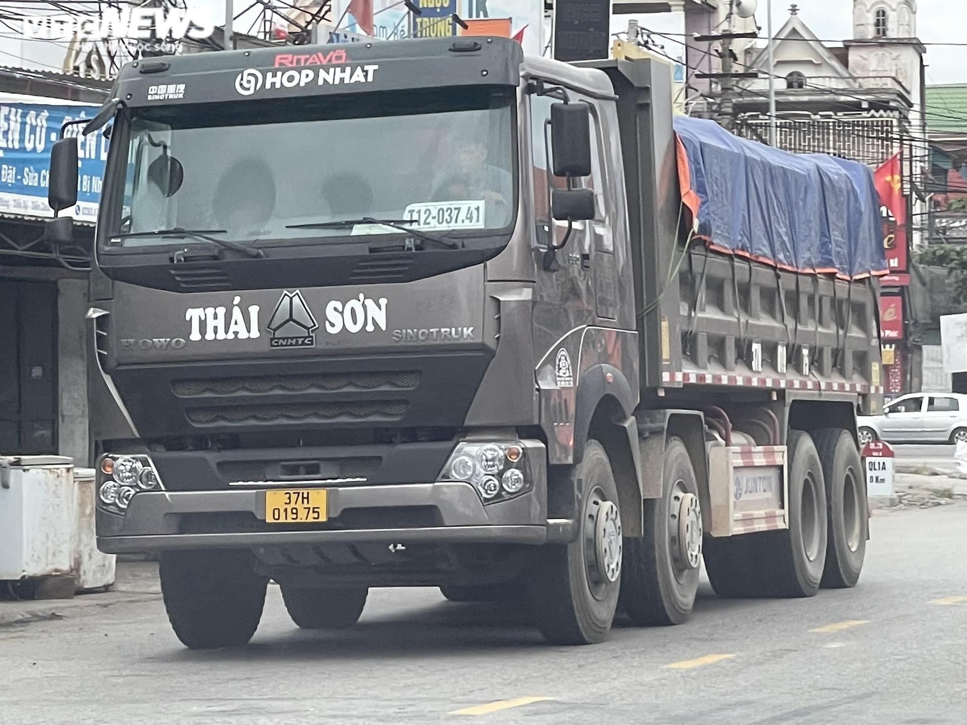 Ảnh: Xe quá tải cơi nới thành thùng ngang nhiên tung hoành ở Nghệ An - 5