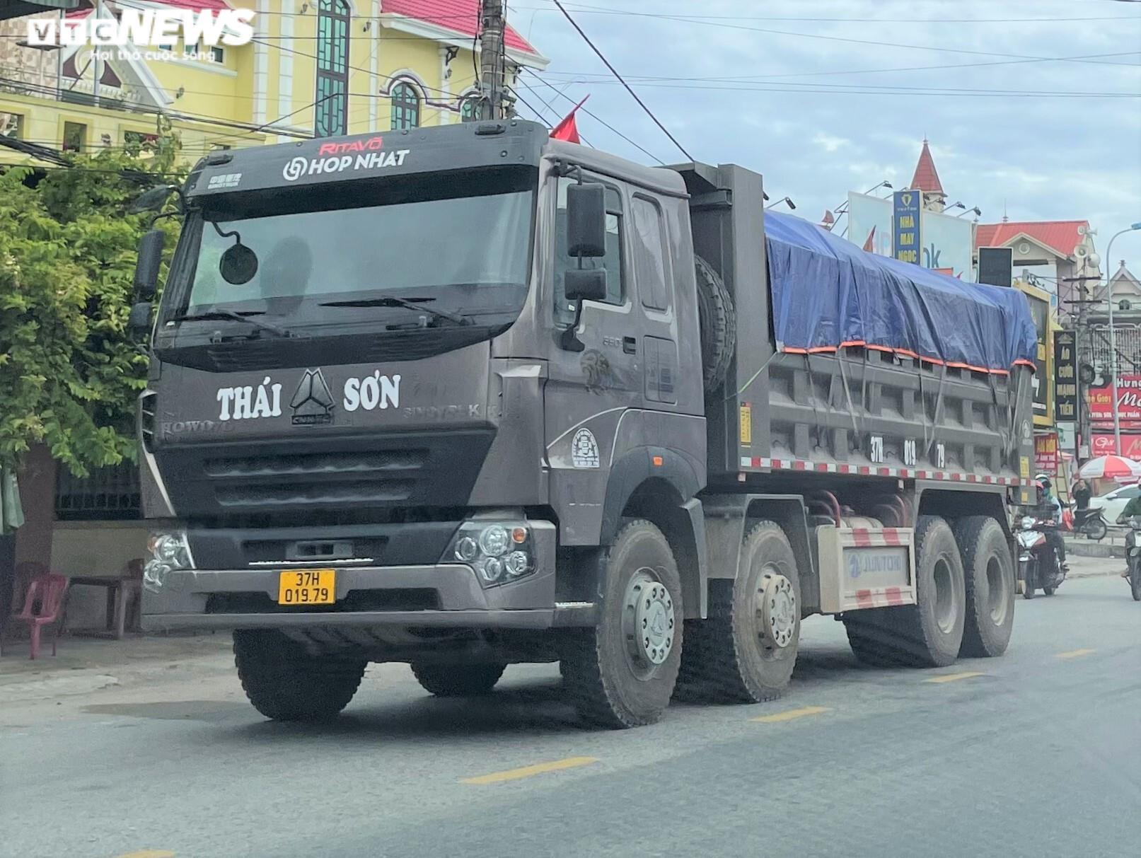 Ảnh: Xe quá tải cơi nới thành thùng ngang nhiên tung hoành ở Nghệ An - 7