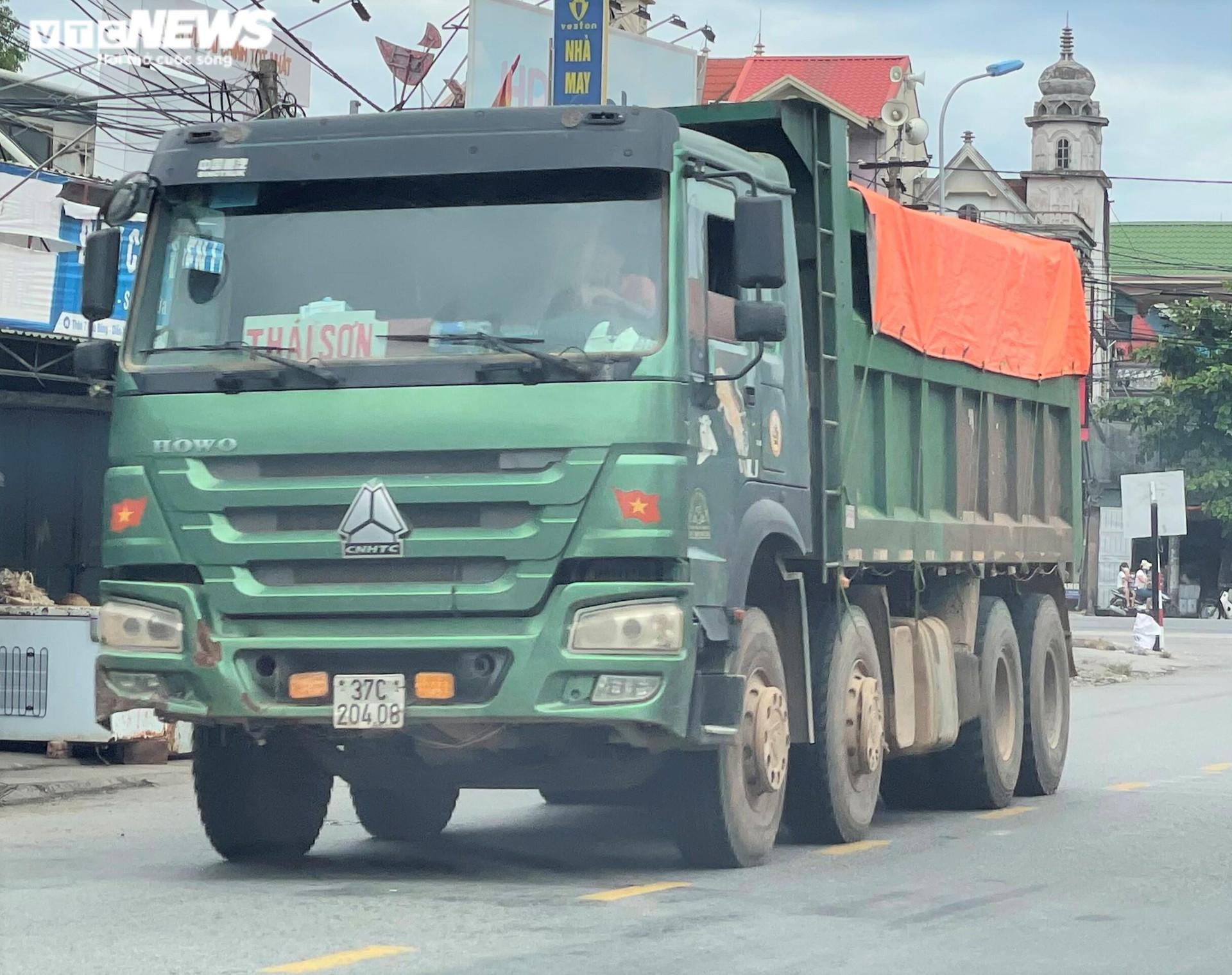 Ảnh: Xe quá tải cơi nới thành thùng ngang nhiên tung hoành ở Nghệ An - 4