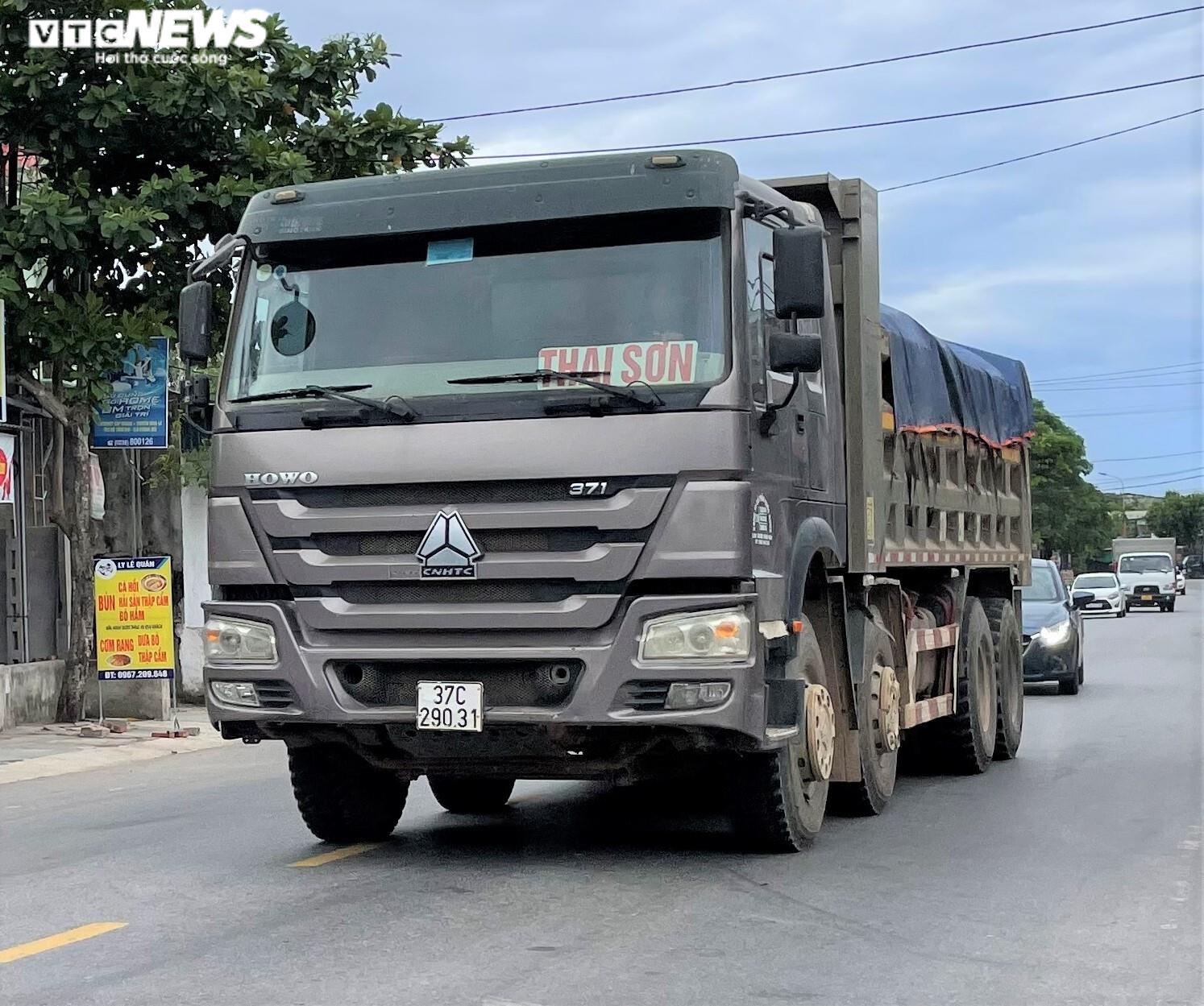 Ảnh: Xe quá tải cơi nới thành thùng ngang nhiên tung hoành ở Nghệ An - 10