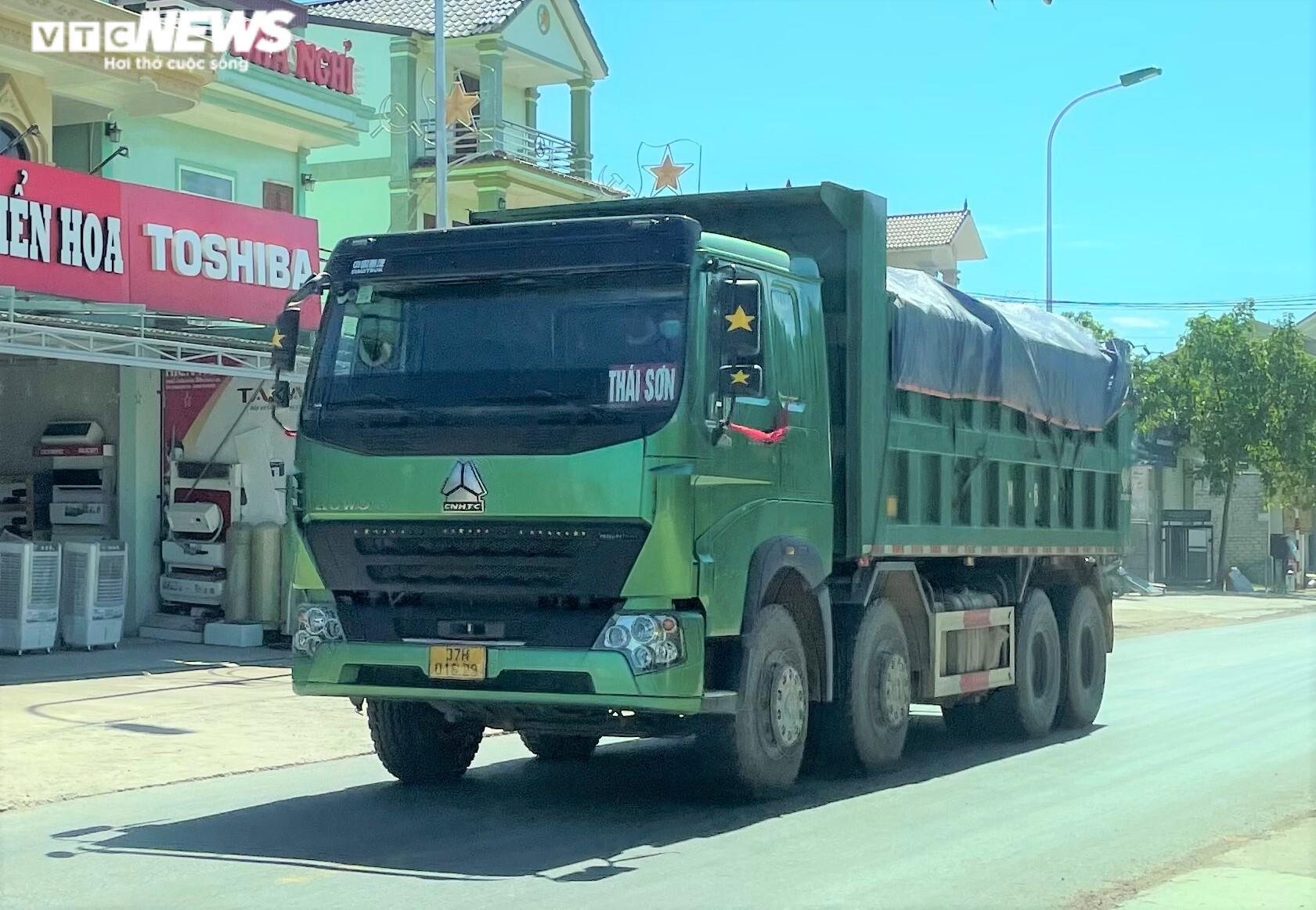 Ảnh: Xe quá tải cơi nới thành thùng ngang nhiên tung hoành ở Nghệ An - 3