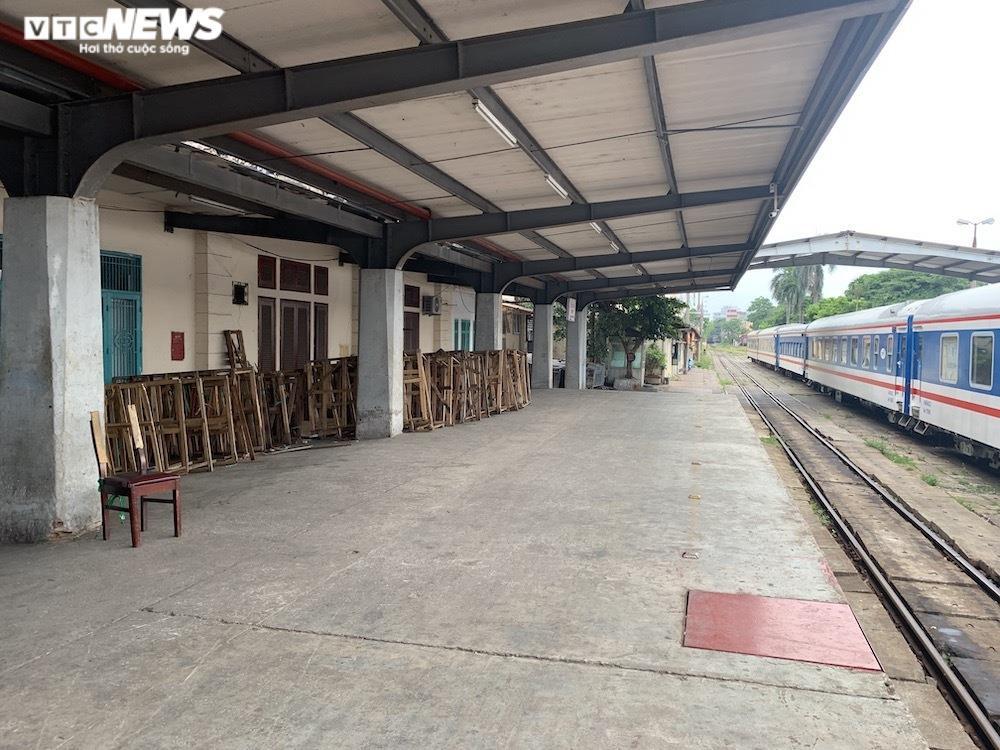 Ảnh: Dịch vụ trong ga tàu Hà Nội 'đóng băng', chết đứng giữa mùa dịch - 9