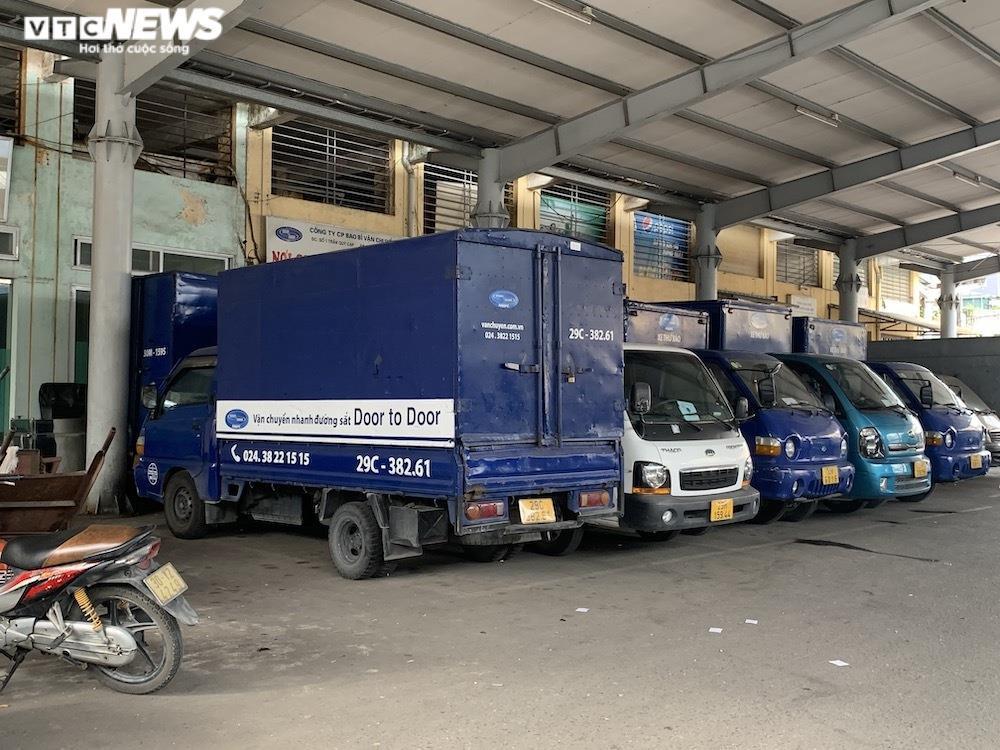 Ảnh: Dịch vụ trong ga tàu Hà Nội 'đóng băng', chết đứng giữa mùa dịch - 8