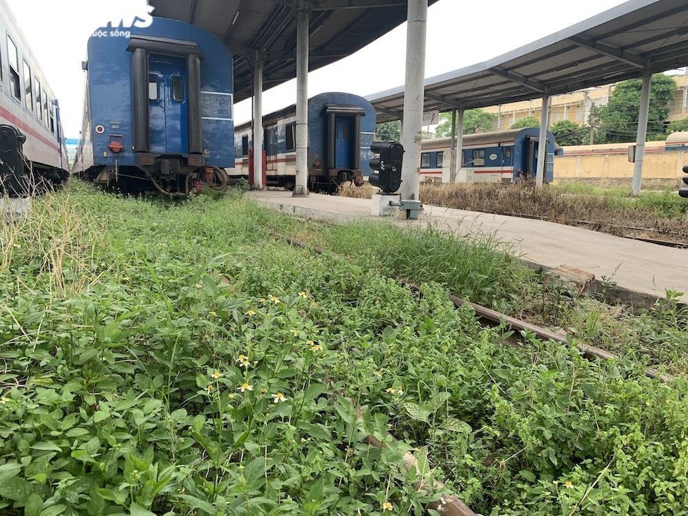 Ảnh: Dịch vụ trong ga tàu Hà Nội 'đóng băng', chết đứng giữa mùa dịch - 10