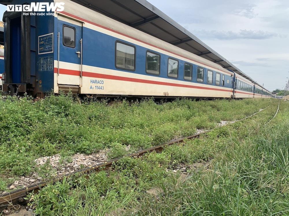 Ảnh: Dịch vụ trong ga tàu Hà Nội 'đóng băng', chết đứng giữa mùa dịch - 11