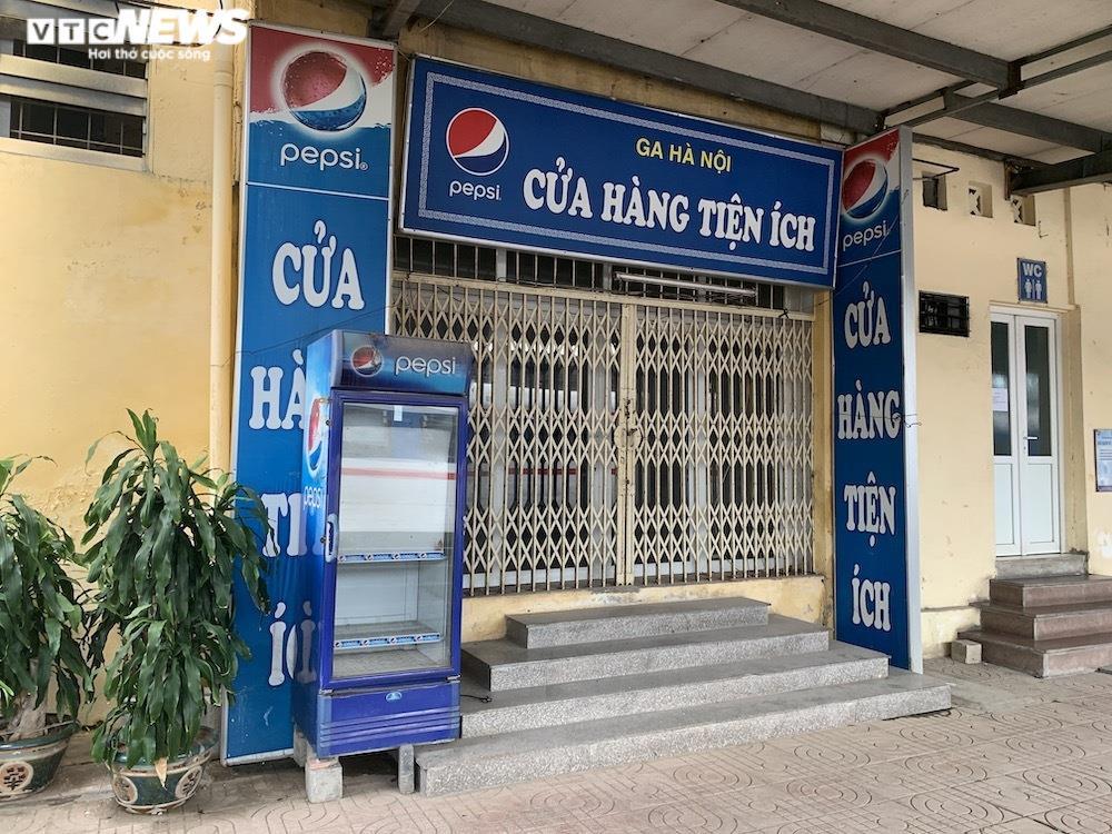 Ảnh: Dịch vụ trong ga tàu Hà Nội 'đóng băng', chết đứng giữa mùa dịch - 5