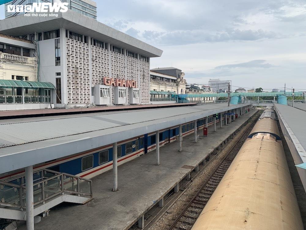 Ảnh: Dịch vụ trong ga tàu Hà Nội 'đóng băng', chết đứng giữa mùa dịch - 1
