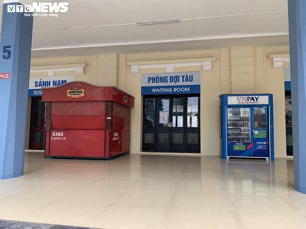 Ảnh: Dịch vụ trong ga tàu Hà Nội 'đóng băng', chết đứng giữa mùa dịch - 3