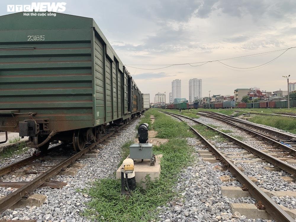 Ảnh: Dịch vụ trong ga tàu Hà Nội 'đóng băng', chết đứng giữa mùa dịch - 12