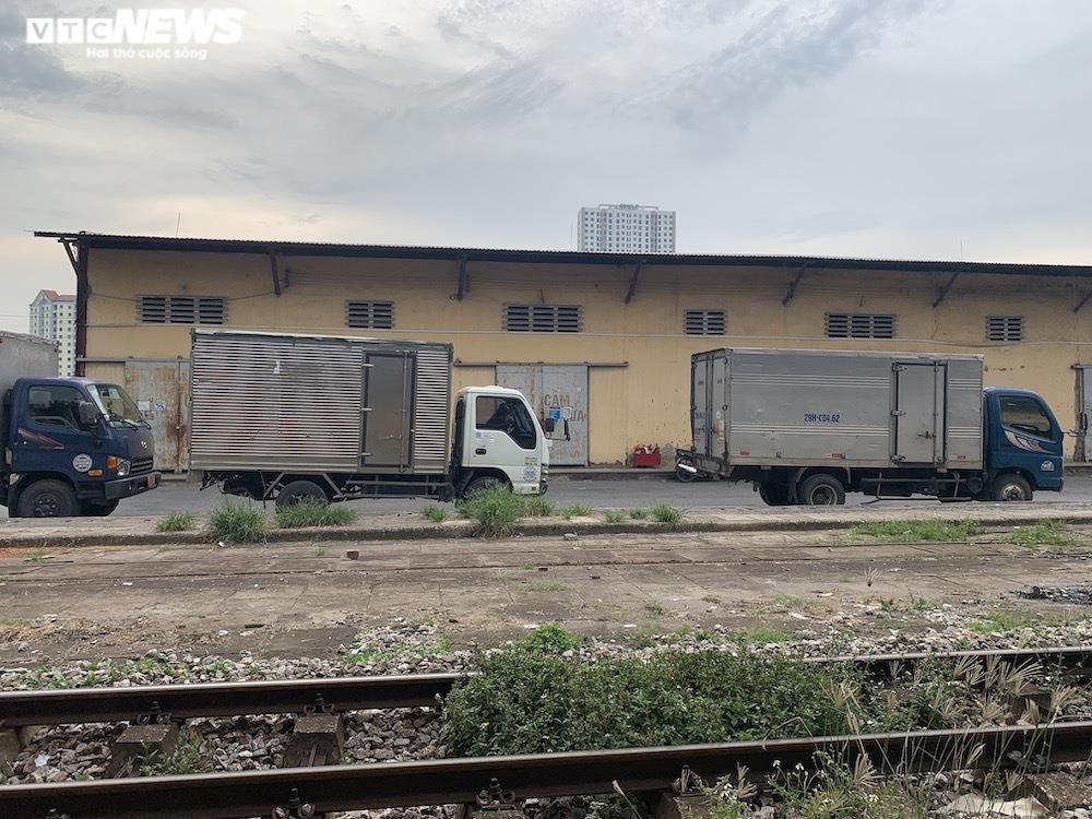 Ảnh: Dịch vụ trong ga tàu Hà Nội 'đóng băng', chết đứng giữa mùa dịch - 13