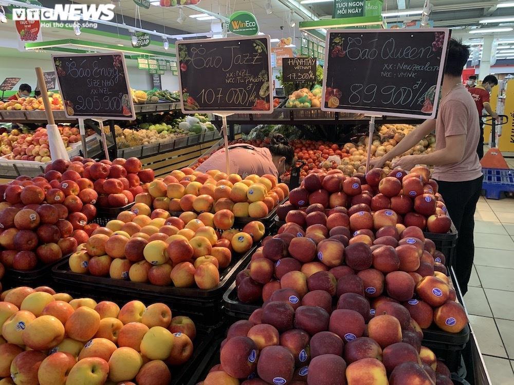 Sau sự cố liên quan ca F0, khách vẫn mua sắm đông đúc tại chuỗi siêu thị Vinmart - 12