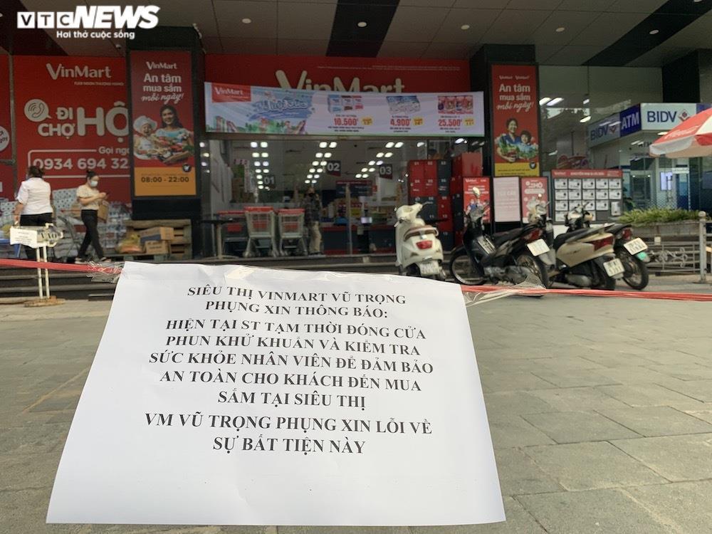 Sau sự cố liên quan ca F0, khách vẫn mua sắm đông đúc tại chuỗi siêu thị Vinmart - 4